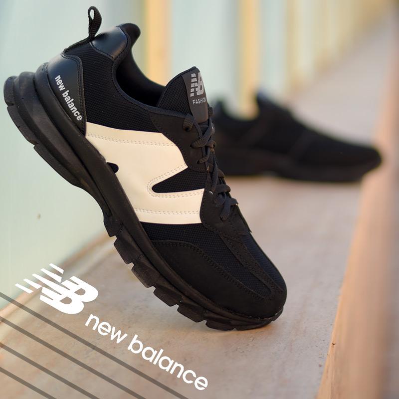 عکس محصول کفش مردانه New balanceمدل Pert(مشکی سفید)